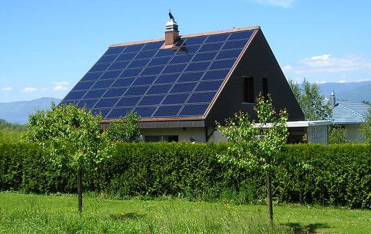 solar-panels-on-house-to-reduce-carbon-emissions