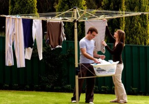 umbrella-style-clothesline-hanging-laundry-dry