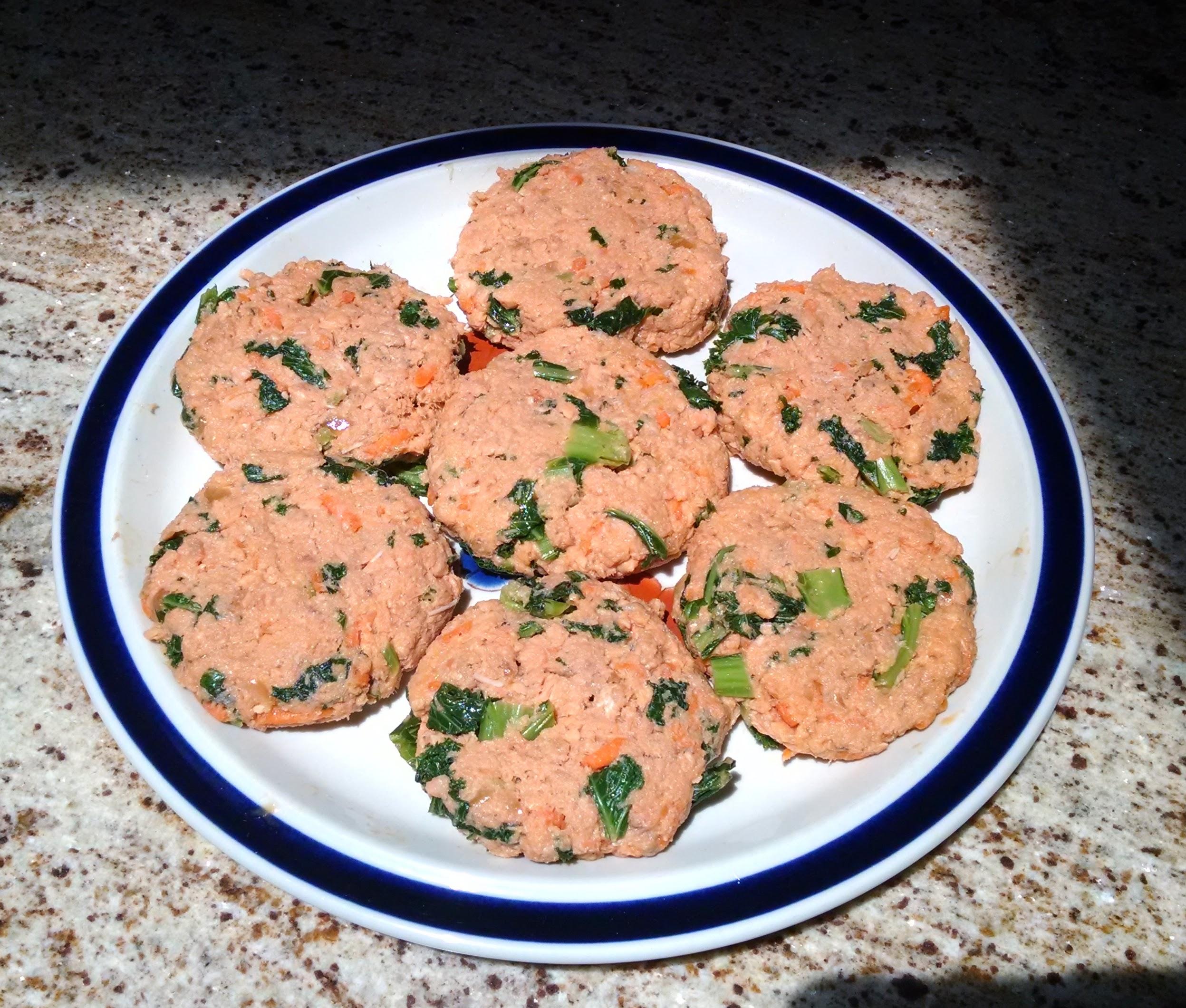 Salmon Cakes: Recipe: Salmon Cakes With Kale